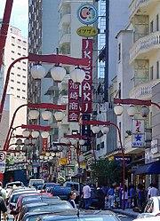 Bairro da Liberdade, reduto da comunidade japonesa da cidade.