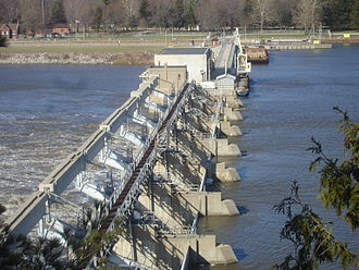 Illinois River - The lock and dam near Starved Rock State Park.