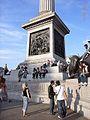 London Trafalgar Square Säulenfuß 201008.jpg