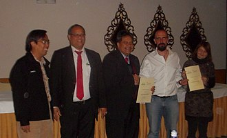 Luis Falcón - Luis Falcon and Mohamed Salleh at the ceremony after signing the agreement between United Nations University International Institute for Global Health and GNU Solidario