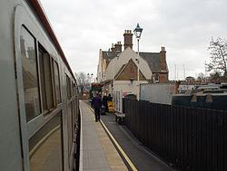 Lymington Town railway station MMB 01 421497.jpg