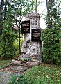 Lysolajské údolí, pomník.jpg