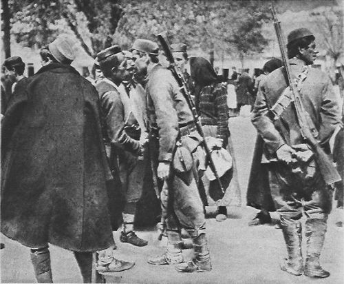 Montenegrin soldiers leaving for the front, October 1914 M113 11a soldat montenegrins partant au front Lovcen, Cettinie.jpg