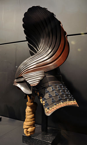Kabuto - Harikake kabuto, a type of kawari kabuto which used papier-mâché mixed with lacquer for the elaborate decoration (the shell) on an iron bowl, beginning of the Edo Period, 17th century . Ann and Gabriel Barbier-Mueller Museum, Dallas (Texas)