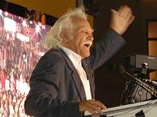 Ο Μανώλης Γλέζος μιλώντας σε συγκέντρωση του ΣΥΡΙΖΑ, 2007.
