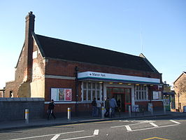 Manor Park stn building.JPG