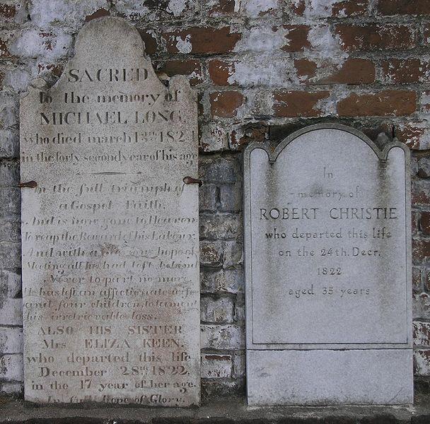 File:Marble vs granite gravestones on East Wall of Colonial Cemetery in Savannah, Georgia.JPG