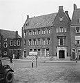 Markt te Middelburg zicht op pand van de Amsterdamsche Bank, Bestanddeelnr 900-8476.jpg