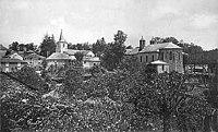 Massals, vue de l'église et du petit séminaire (à droite).jpg