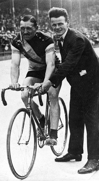 Maurice Peeters - Peeters after winning the 1km sprint at the 1920 Olympics