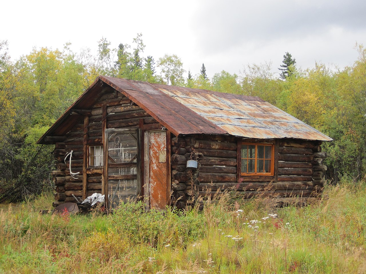 File miner 39 s cabin chicken alaska jpg wikimedia commons for Alaska cottage