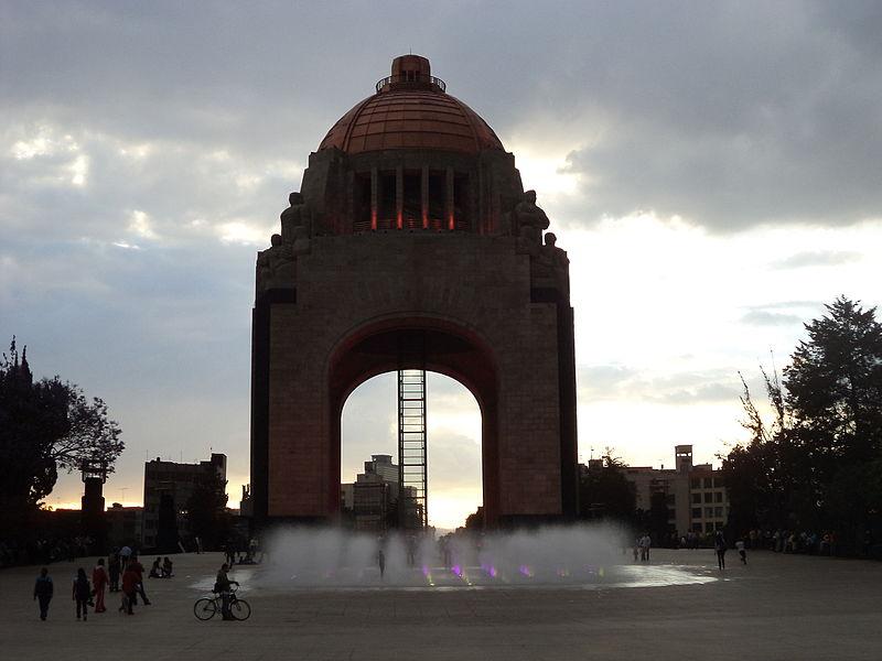 File:Monumento a la Revolución (1).JPG