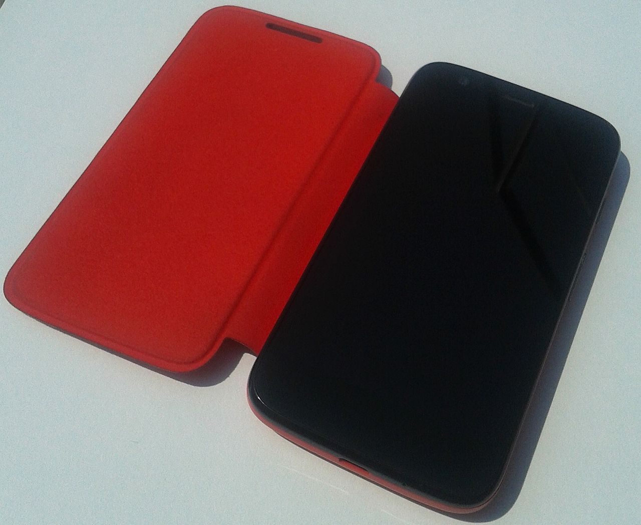 1280px-Moto_G_open_Flip_Shell_red.jpg