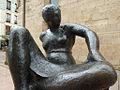 Mujer sentada (Oviedo) (2).jpg