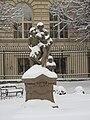 Muzeum Antonína Dvořáka, sousoší pod sněhem (001).JPG