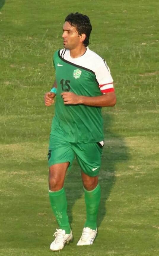 Nashat Akram playing for Al-Shorta in 2013