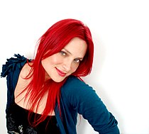 Nicole cantante 2.jpg