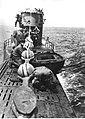 Niemiecki okręt podwodny (U-Boot typu VII) podczas pościgu na morz (2-2549).jpg