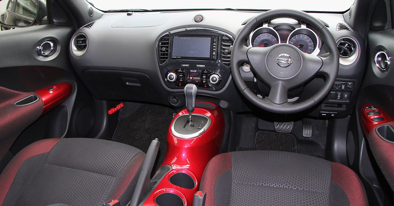 File nissan juke 16gt four type v wikimedia for Interior nissan juke