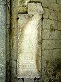 Noyon (60), cathédrale Notre-Dame, cloître, dalle funéraire de Gilles Coquevil 1.jpg
