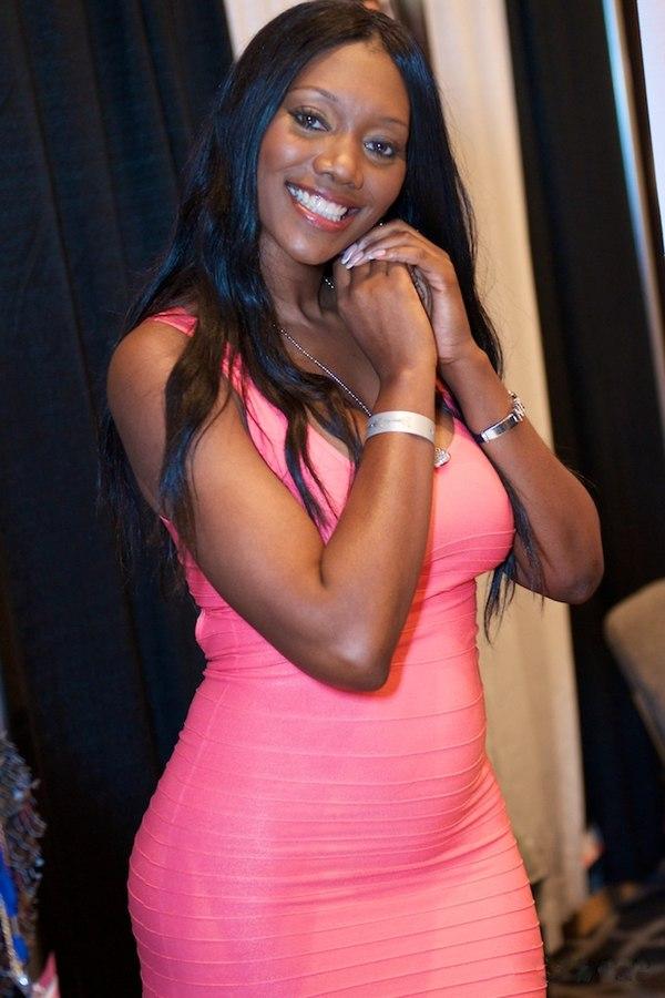 Nyomi Banks naked 500
