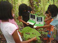 OLPC pilot Thailand - Ban Samkha - hiking