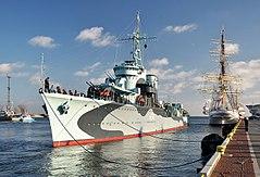 """ORP """"Błyskawica"""", jako okręt–muzeum, dobijający do nabrzeża Pomorskiego w Gdyni, stan na 2012"""
