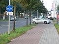Oderstraße, östliche Zufahrt zum großen Parkplatz der großen Märkte - panoramio.jpg
