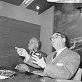 Opdracht Uitgeverij Bruna te Utrecht, Georges Simenon bij aankomst Schiphol, Bestanddeelnr 917-7510.jpg