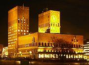 Oslo Rathaus bei Nacht.jpg