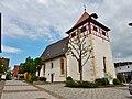Ostelsheimer Kirche von 1488, Die Platane wurde 1988 anläßlich des 500-jährigen Bestehens gepflanzt. - panoramio.jpg