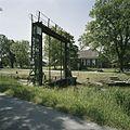 Overzicht ijzeren heftoren met o de achtergrond hoeve Dijkshorn - Ten Boer - 20388147 - RCE.jpg