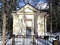 Ozolmuižas baronu kapliča Bērzu kapos - panoramio (1).jpg