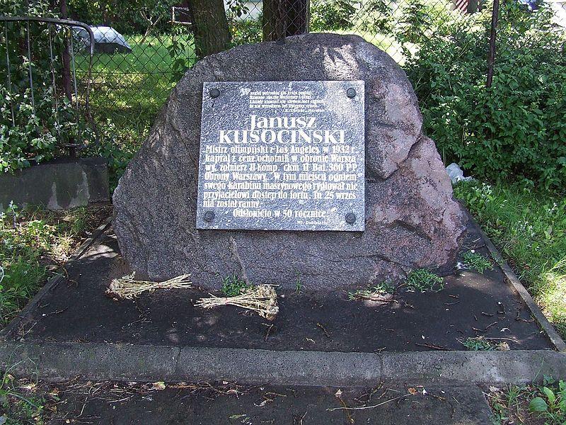 http://upload.wikimedia.org/wikipedia/commons/thumb/3/39/POL_Warsaw_Czerniakow_Kusocinski.jpg/800px-POL_Warsaw_Czerniakow_Kusocinski.jpg