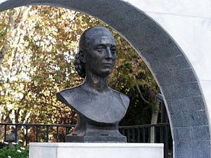 Parque Eva Peron statue01
