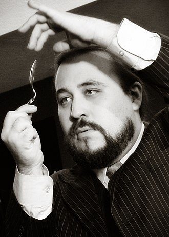 Paul W Draper - Paul W. Draper performing a spoon-bending act