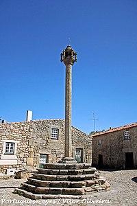 Pelourinho de Castelo Mendo - Portugal (5840288099).jpg
