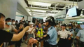 People argue with police in Yuen Long Station 20190722.png