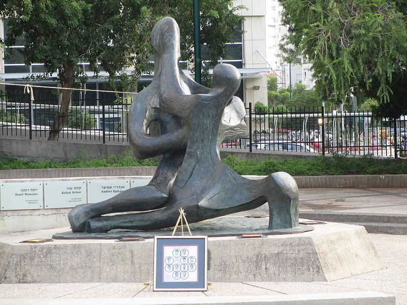 פסל מלחמת בני אור בבני חושך בתל אביב-לזכר 11 הספור