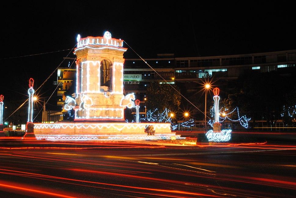 Plaza España Cd Guatemala a Noche
