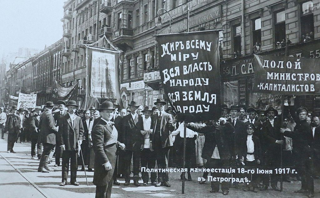 1024px-Political_demonstration_at_Petrog