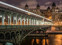 Pont de Bir-Hakeim kaj videblo en la 16-a Arondismento de Parizo 140124 1.jpg