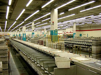 English: Automatic sorters inside a major post...