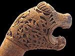 Poteau à tête animale, tombe viking dOseberg (4838835094).jpg
