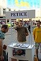 Praha, Smíchov, Anděl, petice Falun Gong.jpg