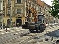 Praha, Smíchov, Anděl, rekonstrukce trati v Nádražní ulici, nabraný horký asfalt.JPG