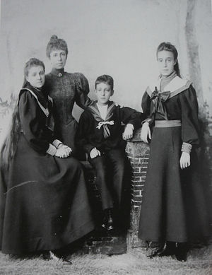 Maria Christina of Austria - Maria Christina with her three children, 1897.
