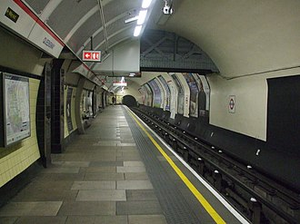 Queensway tube station - Image: Queensway stn eastbound look west