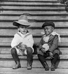 Quentin Roosevelt and his playmate Rosewell Flower Pinckney 1902.jpg