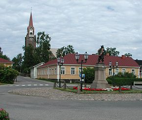 Raahe church and statue.jpg